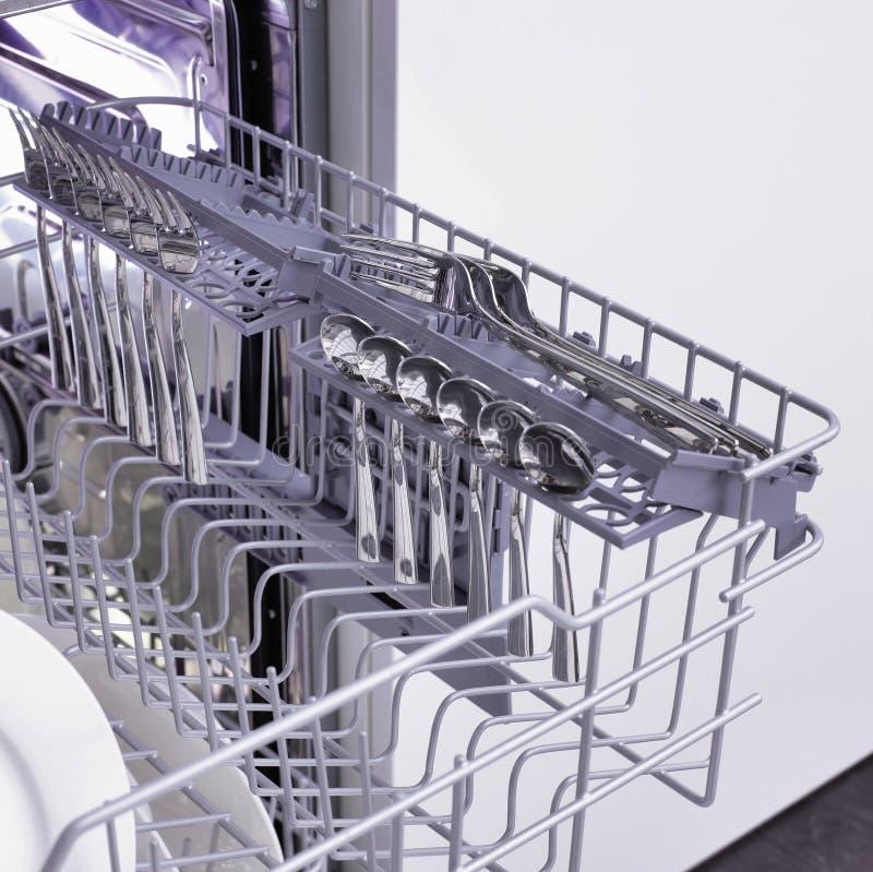 De apparatuur van de afwasmachine en van de keuken stock foto