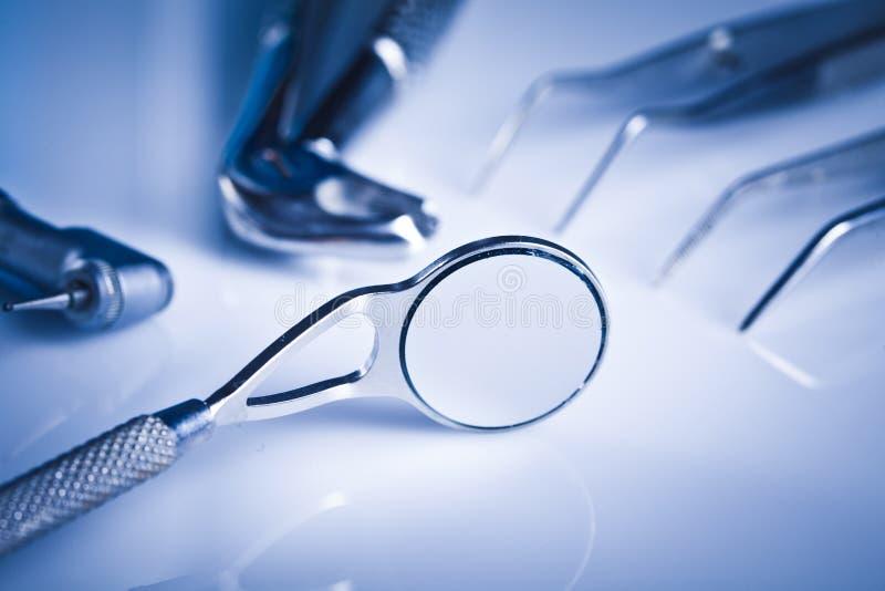De apparatuur van de tandheelkunde en tandgezondheidszorg stock fotografie