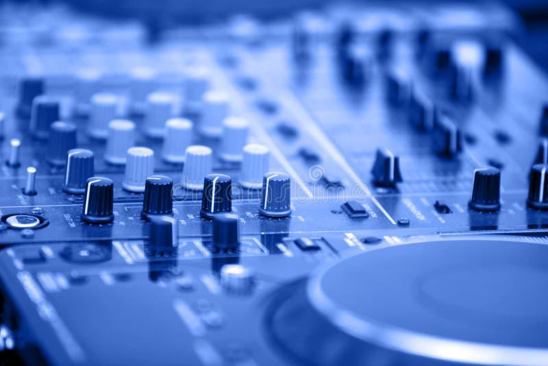 De apparatuur van DJ achtergrond stock afbeeldingen