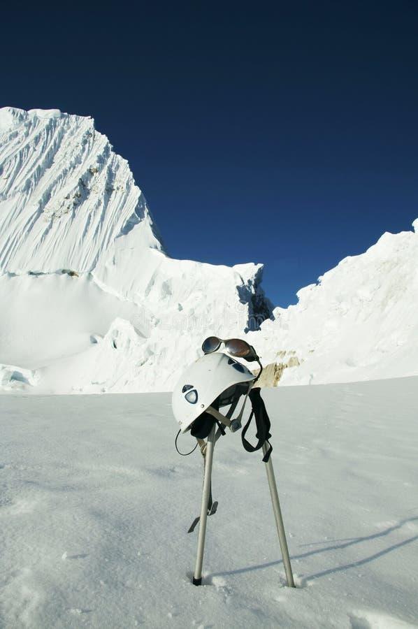 De apparatuur van het alpinisme stock afbeeldingen