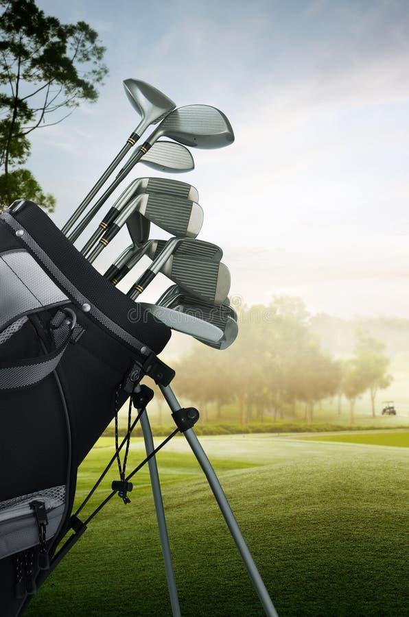 De apparatuur van het golf op de cursus stock foto