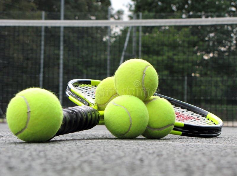 De apparatuur van het tennis op het hof royalty-vrije stock foto