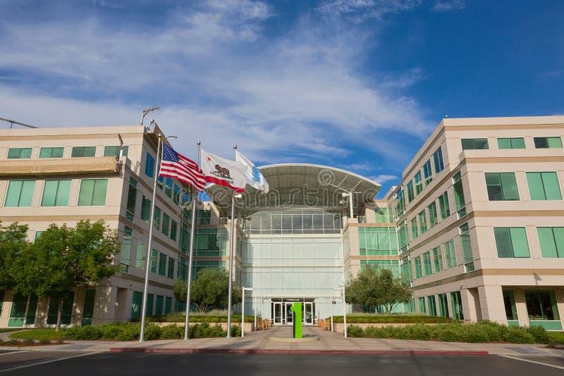 De Apple världshögkvarteren som lokaliseras i Cupertino arkivfoton