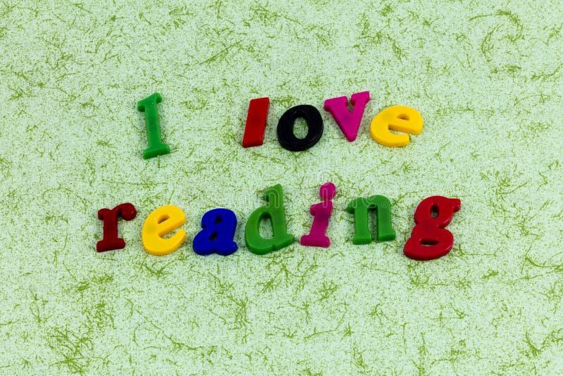 De appreciatie van de lezingsliefde zoals de gelezen brieven van boekenwoorden royalty-vrije stock foto's