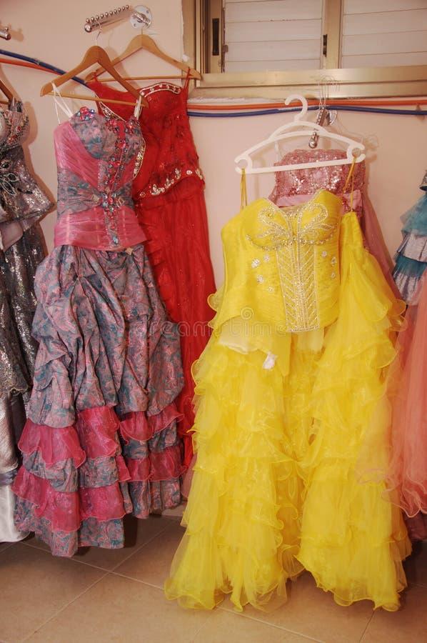 De arabiska bröllopsklänningarna royaltyfri foto