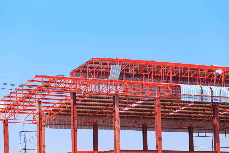 Download De Arbeid Die In Bouwwerf Voor Dak Werken Treft Voorbereidingen Stock Afbeelding - Afbeelding bestaande uit pijler, architectuur: 39115379