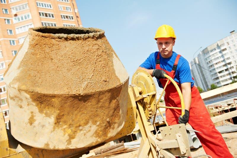 De arbeider van de bouwer bij bouwwerf stock afbeelding
