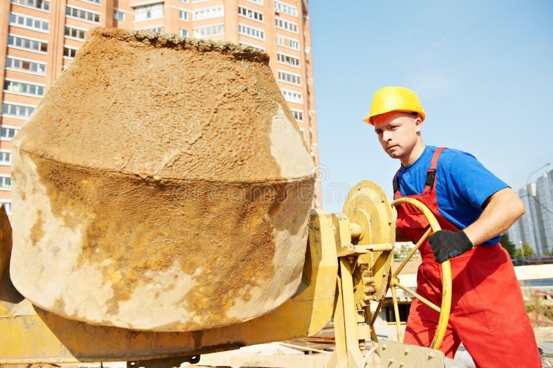 De arbeider van de bouwer bij bouwwerf stock foto