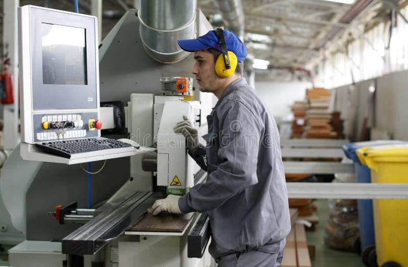 De arbeider van de fabriek stock afbeelding
