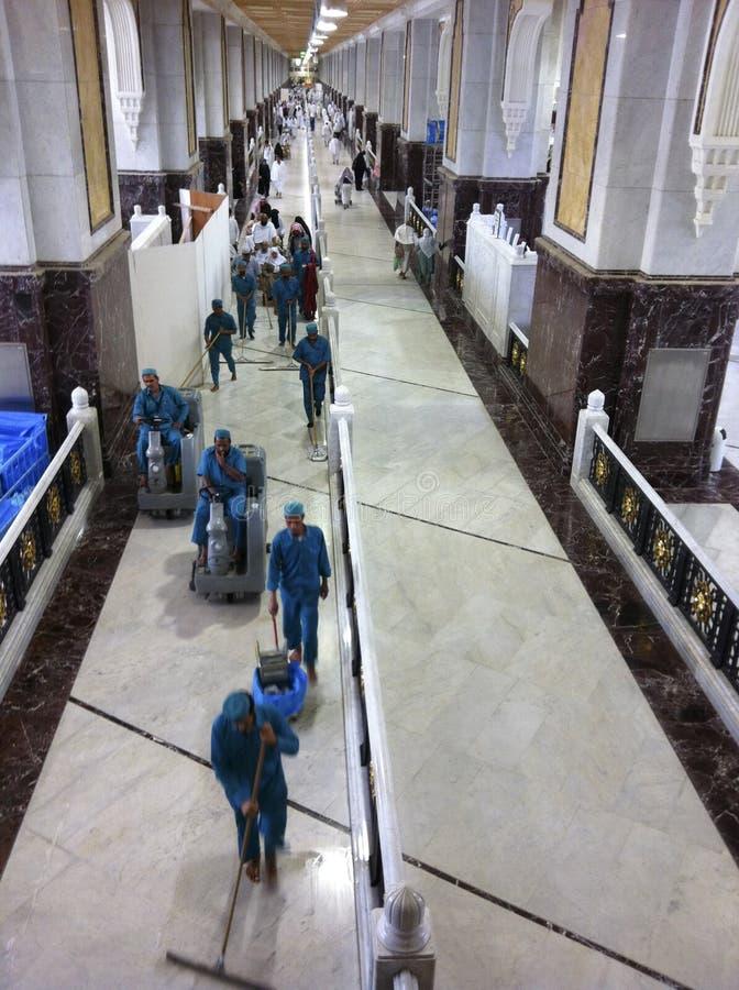 De arbeiders maken saeiâ schoon (het levendige lopen) stock afbeeldingen