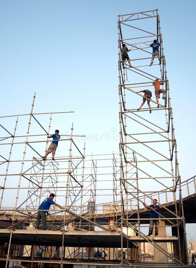 De arbeiders richten een Stadium op stock afbeelding