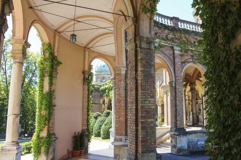 De arcades langs Mirogoj-Begraafplaats door architect Hermann Bolle wordt ontworpen voltooiden in 1929 die royalty-vrije stock foto
