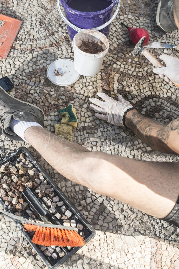 De archeologen krijgen artefactenmozaïek terug royalty-vrije stock foto