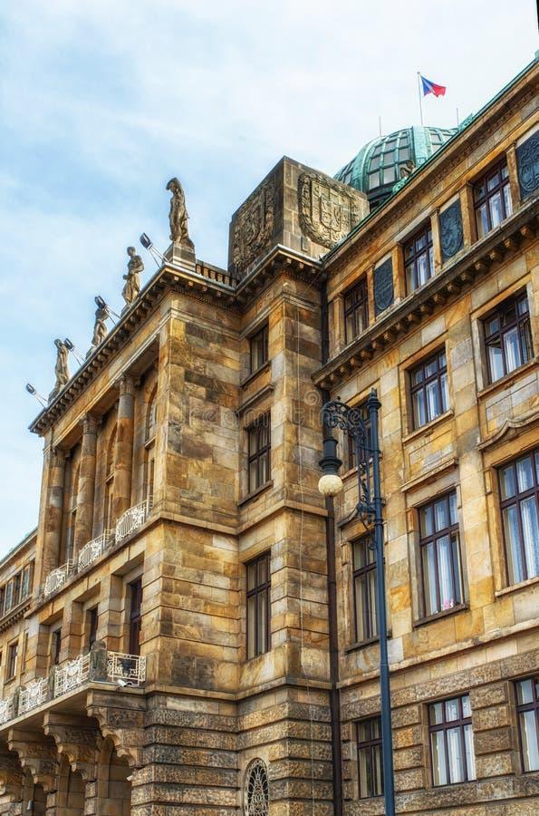 De architectuur detailleert het Ministerie van de Industrie en Handel, Praag royalty-vrije stock fotografie