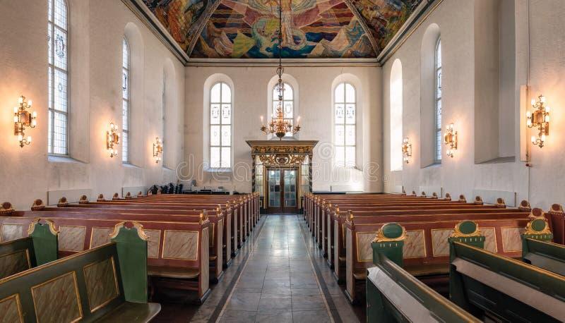 De architectuur van Binnenlandse vensters met gebedbank van de Kathedraal van Oslo, Oslo Domkirke, vroeger de kerk van onze Verlo royalty-vrije stock foto