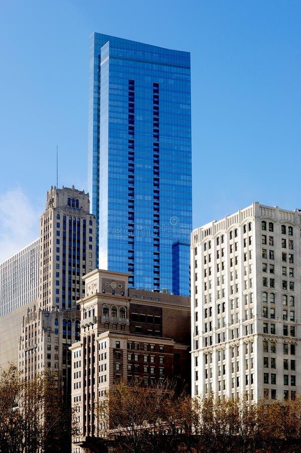 De architectuur van Chicago met nieuwe gebouwen die met oude gebouwen worden gemengd stock afbeelding