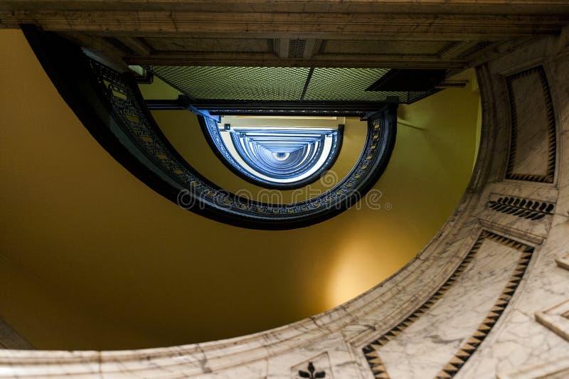 De Arrottbouw - half Cirkel Spiraalvormige Marmeren Trap - Pittsburgh Van de binnenstad, Pennsylvania stock afbeelding