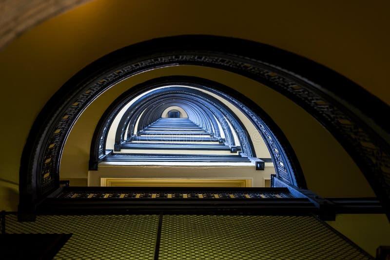 De Arrottbouw - half Cirkel Spiraalvormige Marmeren Trap - Pittsburgh Van de binnenstad, Pennsylvania stock fotografie