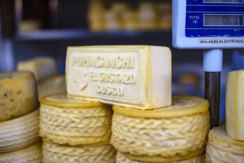 De artisanale Peruviaanse harde kaas van Pomacanchi royalty-vrije stock foto's