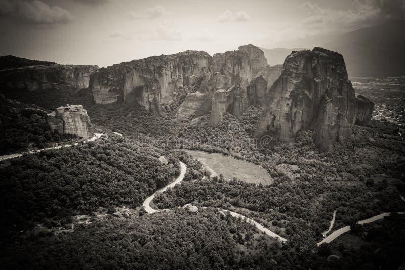De artistieke panoramische zwart-witte mening van Meteoragriekenland van royalty-vrije stock foto