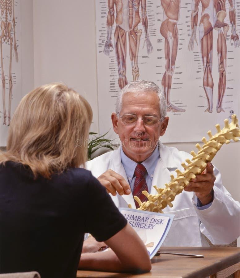 De arts van de chiropraktijk stock afbeeldingen