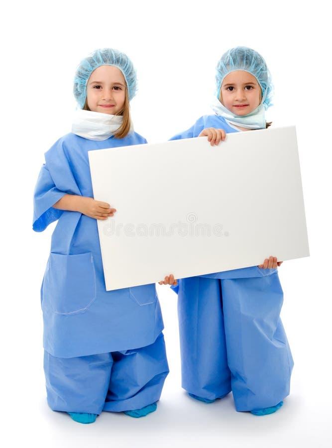 De artsen van het team met lege raad royalty-vrije stock foto's