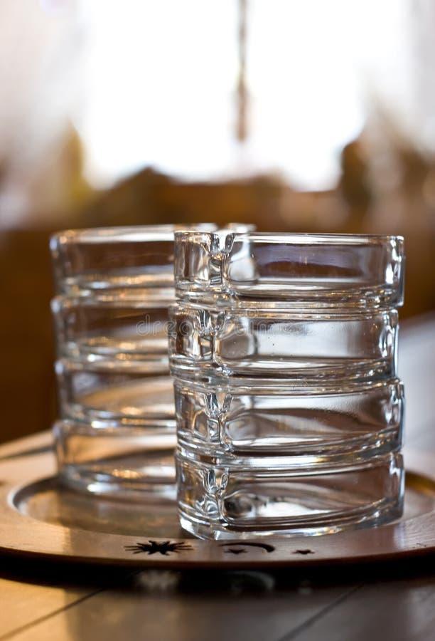 De asbakjes van het glas op staaf stock foto