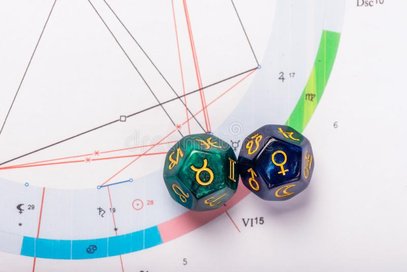 De astrologie dobbelt met dierenriemsymbool van Taurus Apr 20 - 20 Mei en zijn Venus van de uitspraakplaneet royalty-vrije stock afbeeldingen