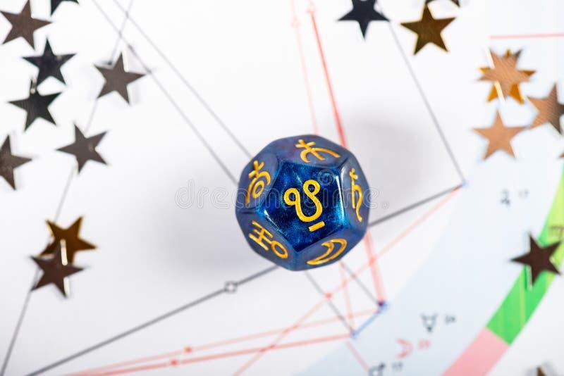 De astrologie dobbelt met symbool van Ketu stock fotografie