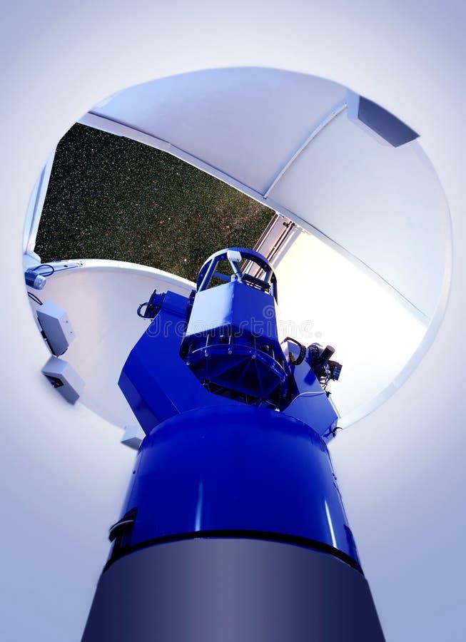 De astronomische binnennacht van de waarnemingscentrumtelescoop royalty-vrije stock afbeelding