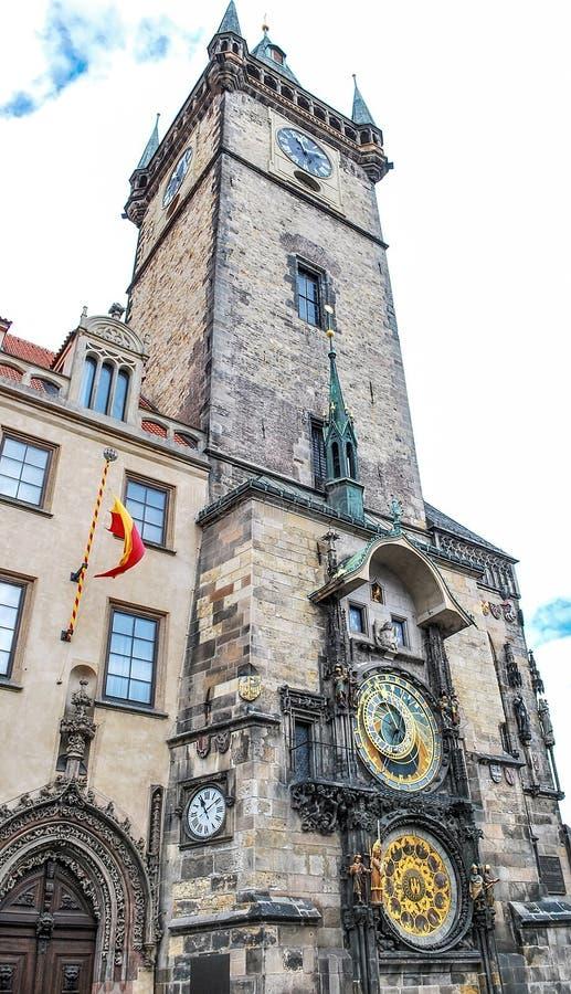 De Astronomische Klok van Praag op een dag stock foto's