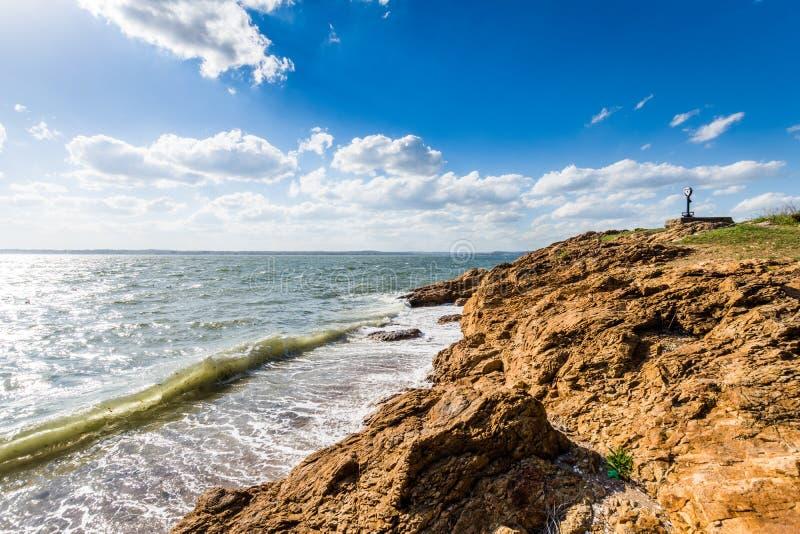 De Atlantische Oceaan in het Park van het Vuurtorenpunt in New Haven Connecticut stock fotografie