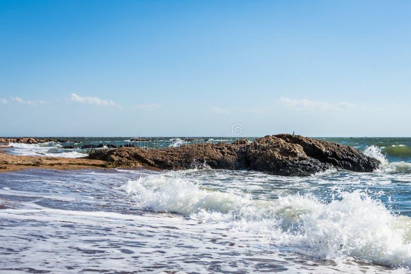 De Atlantische Oceaan in het Park van het Vuurtorenpunt in New Haven Connecticut stock foto