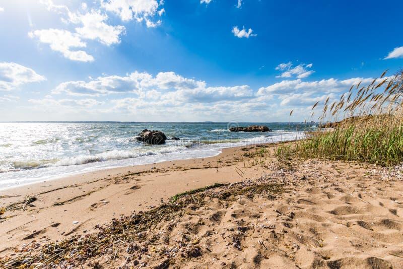 De Atlantische Oceaan in het Park van het Vuurtorenpunt in New Haven Connecticut stock afbeeldingen