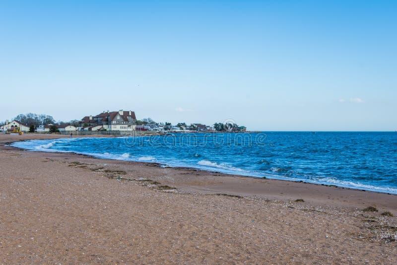 De Atlantische Oceaan in het Park van het Vuurtorenpunt in New Haven Connecticut royalty-vrije stock foto's