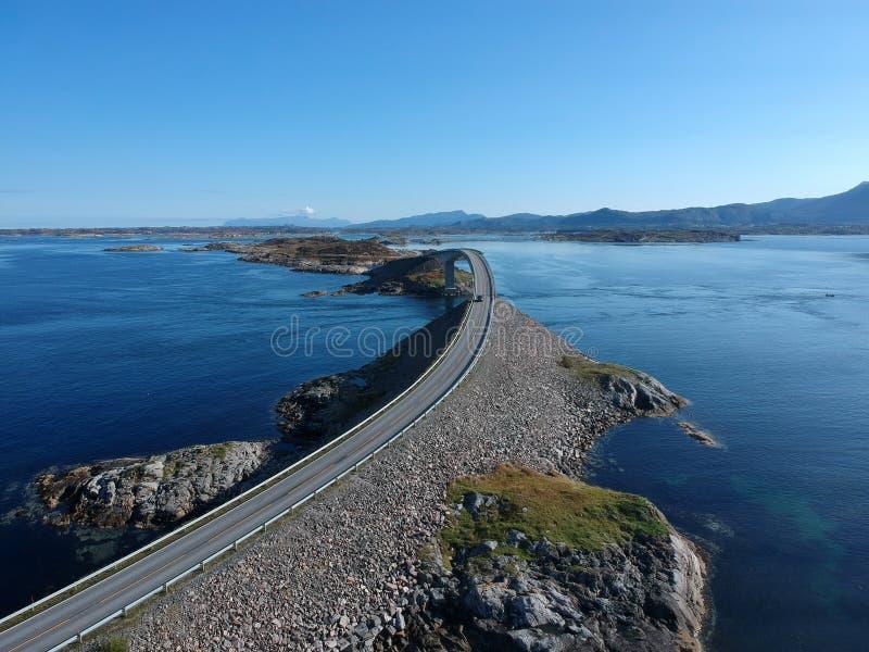 De Atlantische Weg van Noorwegen, luchtmening stock fotografie