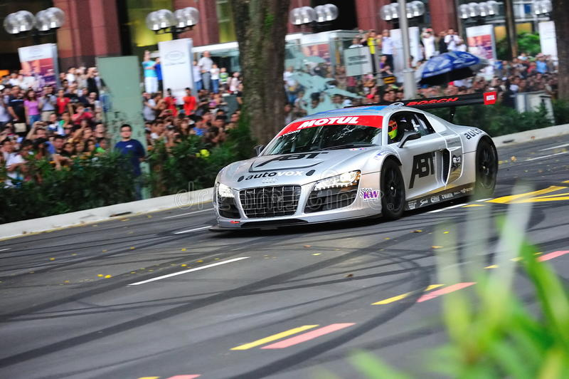 De Audi R8 LMS da velocidade estrada do pomar para baixo imagem de stock royalty free