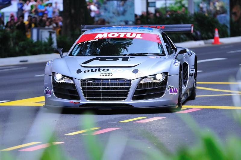 De Audi R8 LMS da velocidade estrada do pomar para baixo, Singapore imagens de stock