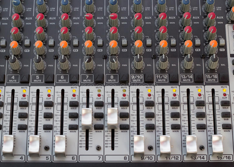 De audio correcte bar van de consoleopname royalty-vrije stock foto's