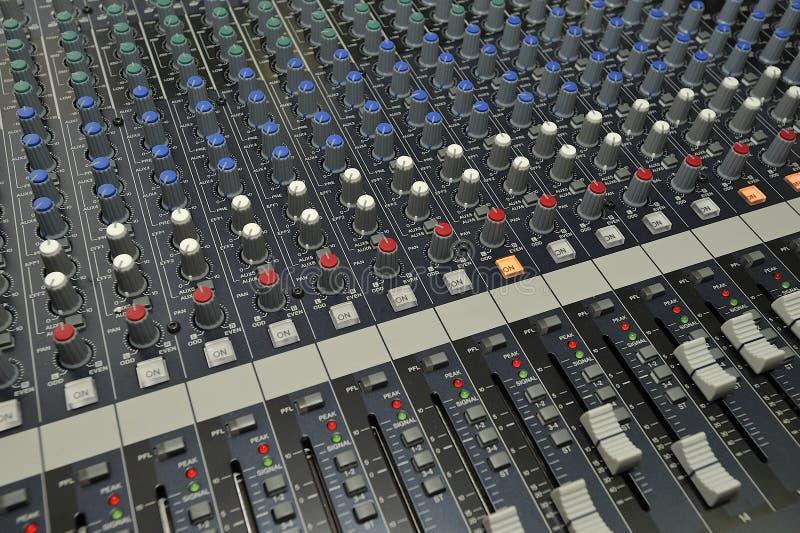 De audio Video het Mengen zich Console van het Controlemechanisme stock fotografie