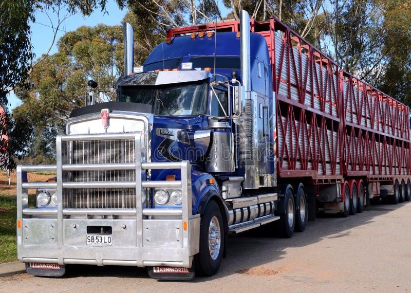 De Australische vrachtwagen van de wegtrein royalty-vrije stock afbeeldingen