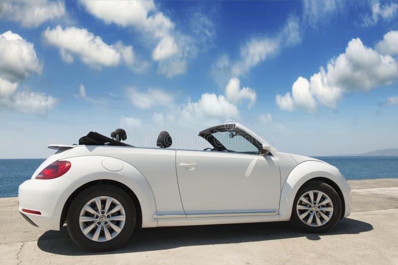 De auto is convertibel Volkswagen stock afbeelding