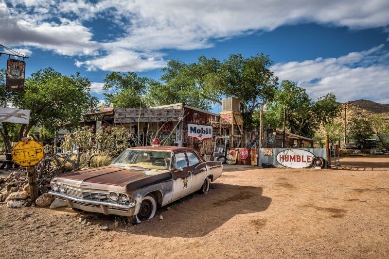 De auto van de oude sheriff met een Sirene in Hackberry, Arizona stock foto's