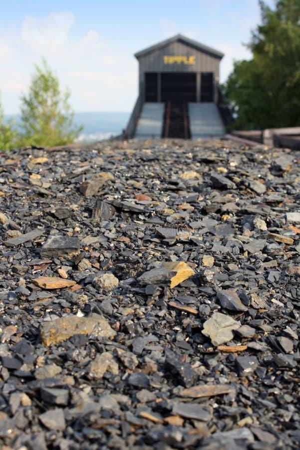 Download De auto van de steenkool stock afbeelding. Afbeelding bestaande uit steen - 10780943