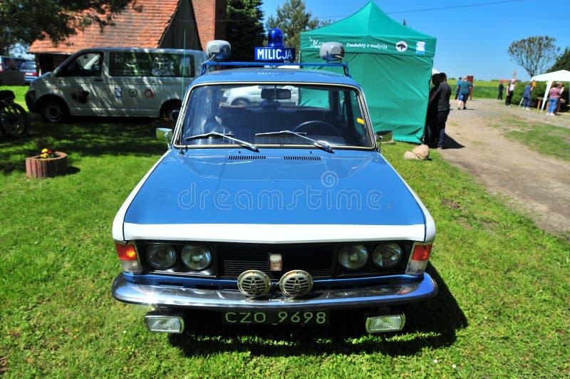 De auto van FSO Fiat 125p Milicja van komunisttijden Klassieke poetsmiddelauto stock foto's