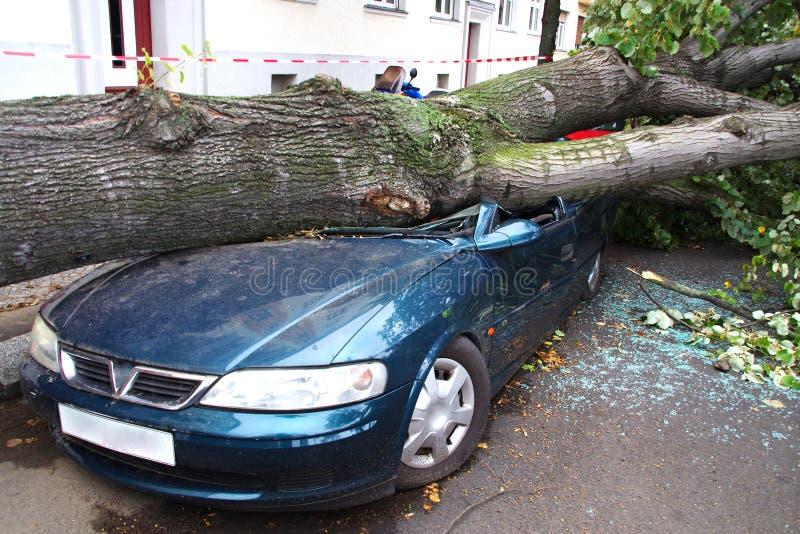 De auto van de onweersschade stock foto