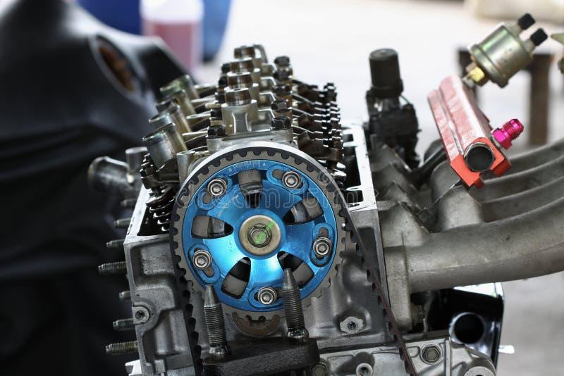 De automachine of de motoronderdelenachtergrond, sluit motoronderdelen, omhoog Reparatie en Onderhoud de motorroutine royalty-vrije stock afbeelding