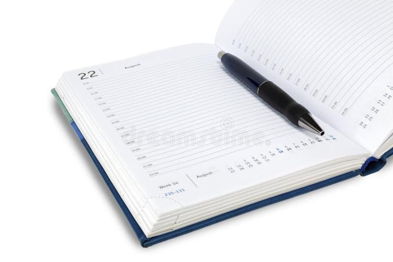 De automatische pen ligt op het weekblad Iedereen op een witte achtergrond, isoleert stock afbeelding
