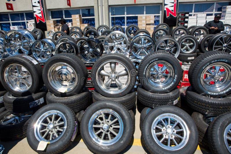 De automobiele Vertoning van het Aluminiumwiel stock foto's