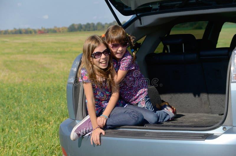De autoreis van de familie op de zomervakantie stock fotografie